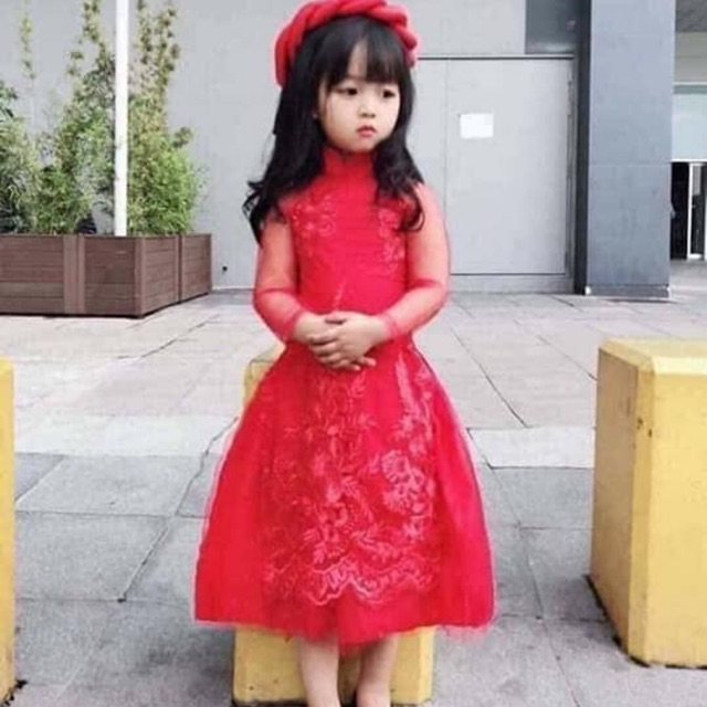 Áo dài cách tân thêu cho bé