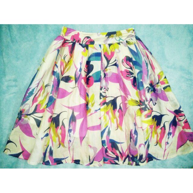 Chân váy voan họa tiết hoa lá
