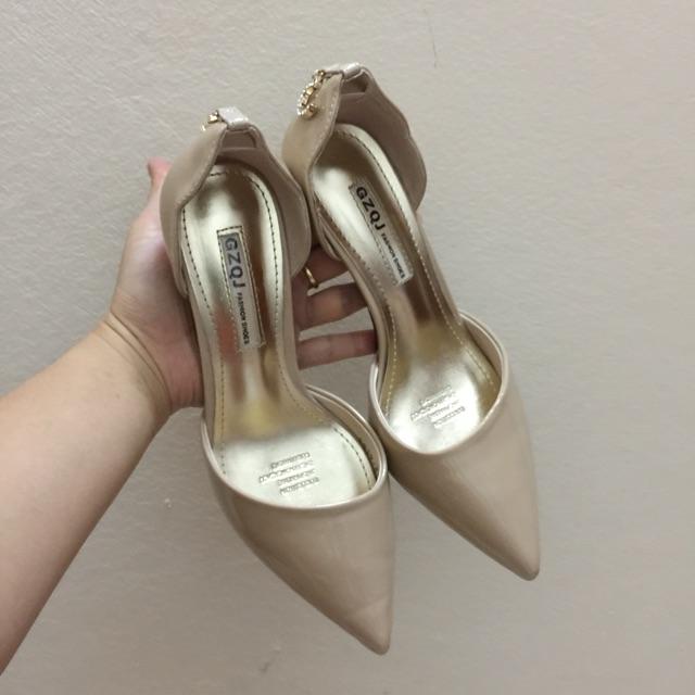 Thanh lý giày cao gót màu be size 35