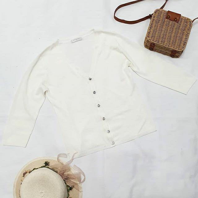 Áo len mỏng lửng mặc kèm áo khoác -áo len trắng hàng thùng