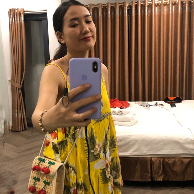 đầm hoa vàng