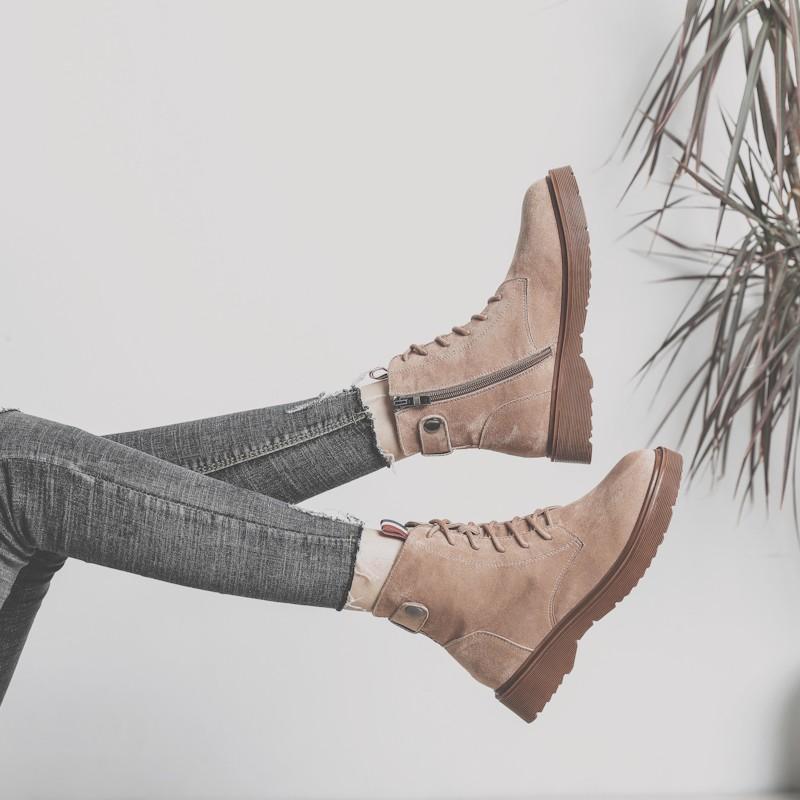 giày bốt nữ phong cách retro