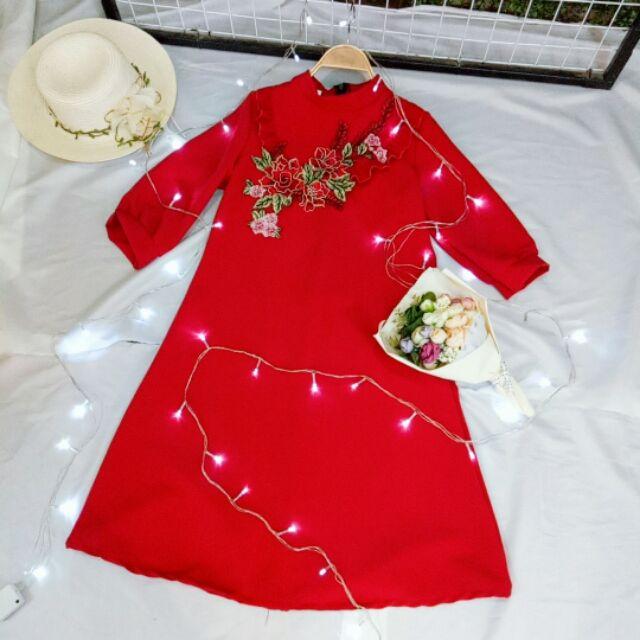 Váy áo dài cách tân đỏ, thêu hoa