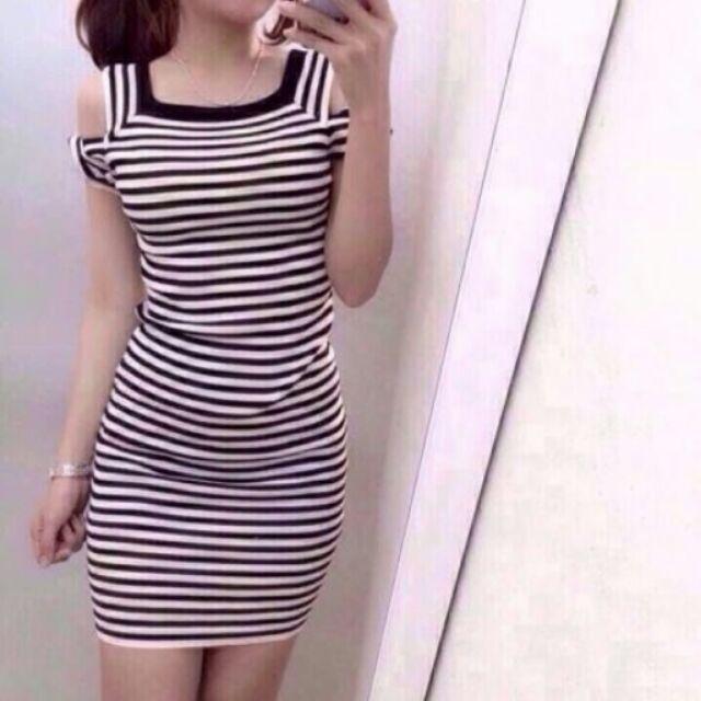 Đầm ôm sọc cổ vuông