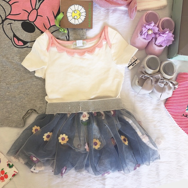 Set áo body + chân váy hoa cúc bé gái