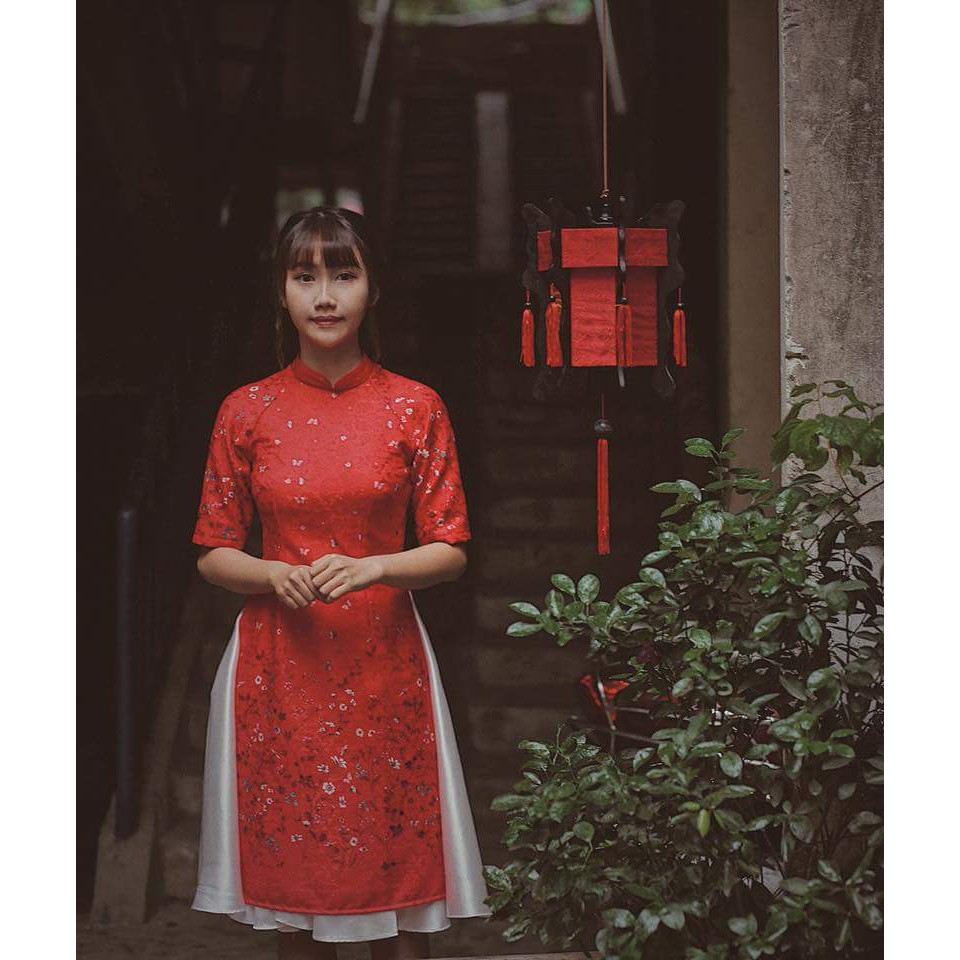 Áo dài cách tân gấm đỏ hoa chân kèm váy