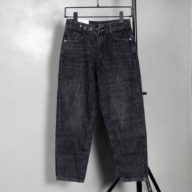 Quần jeans xám thụng