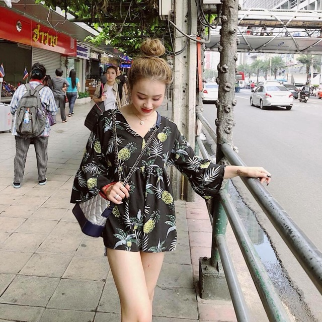 Áo peplum dứa màu đen