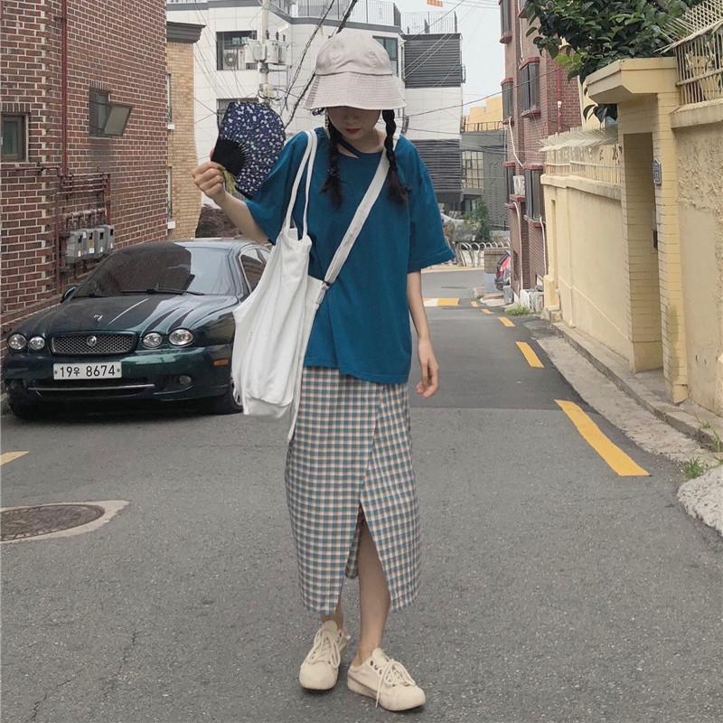 set áo thun tay ngắn+chân váy caro xẻ tà thời trang nữ