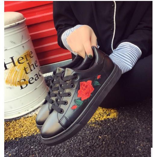 Giày bata thêu hoa hồng cho nữ
