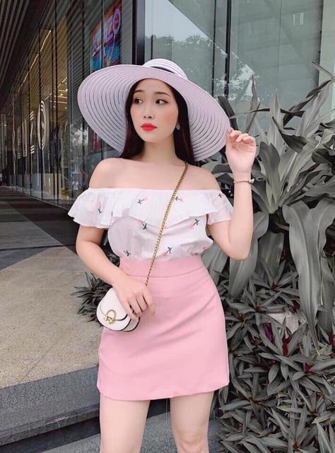 Sét áo trễ vai thêu hoa và chân váy hồng