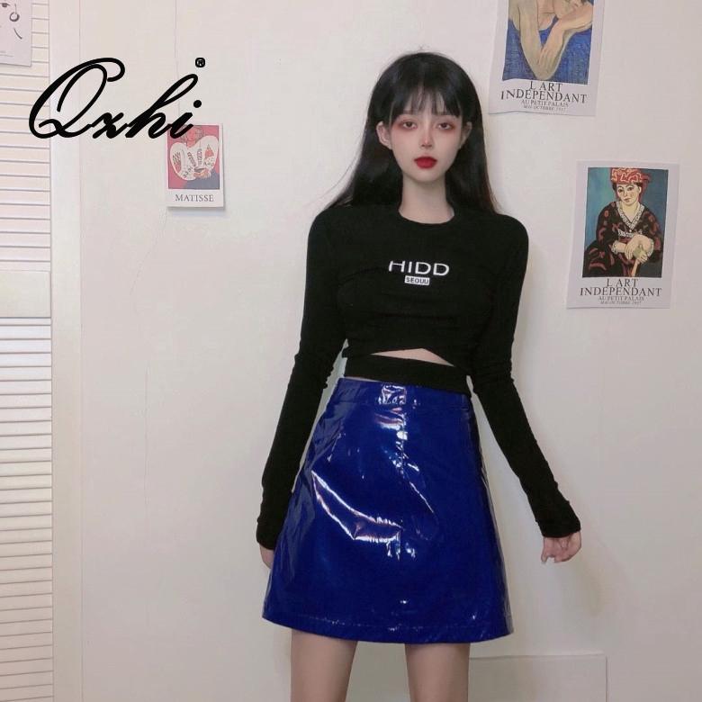 Set áo thun tay dài + chân váy da phong cách retro