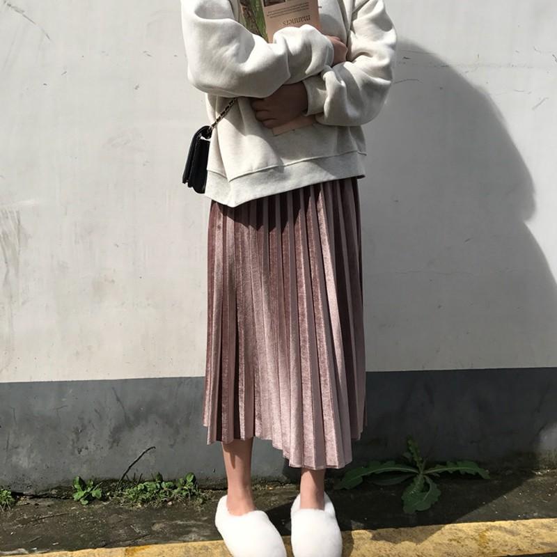 V135 - Chân váy xếp ly nhung mịn