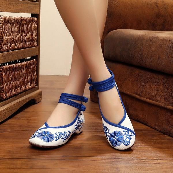 Giày búp bê thêu hoa màu xanh dương còn size 36