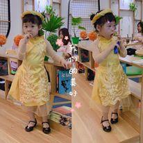 Áo dài cách tân thêu hoa cho bé
