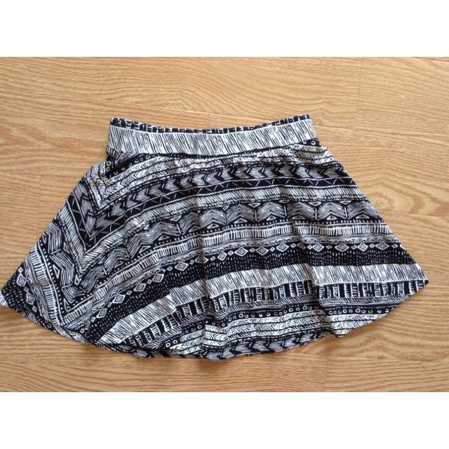 Chân váy thun họa tiết thổ cẩm hiệu F21 bé 5-7t