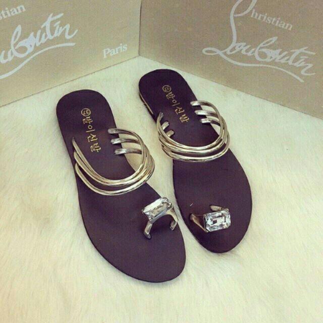 Sandal kẹp nhẫn