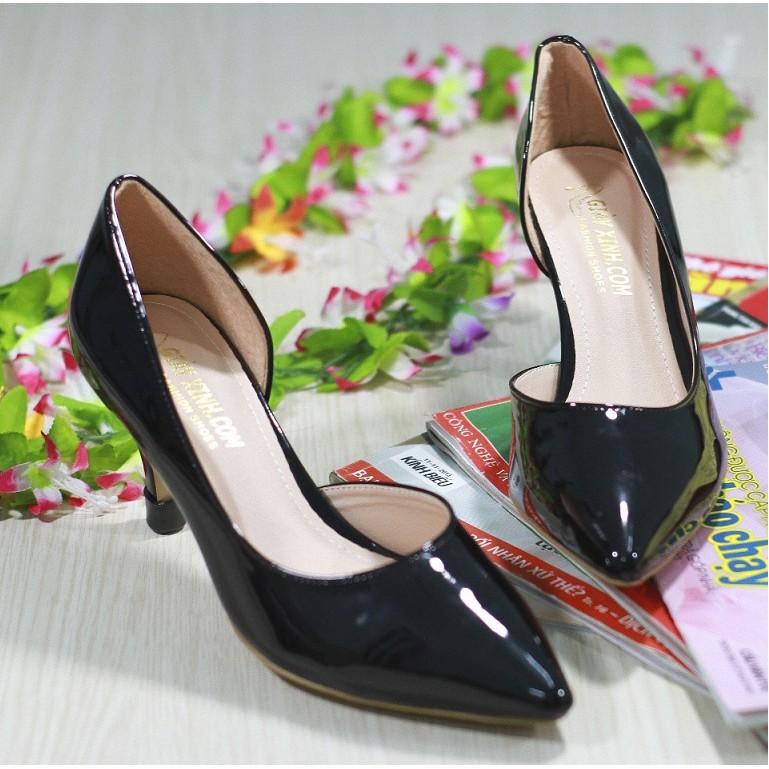 Giày cao gót giản đơn - hình chụp bằng điện thoại
