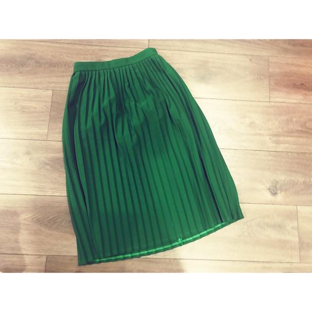 Thanh lý chân váy xếp li xanh lá sang trọng