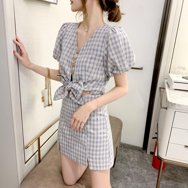 Set Áo Thun Ngắn Tay Cổ Chữ V + Chân Váy Ca Rô Thời Trang Hàn Quốc Cho Nữ