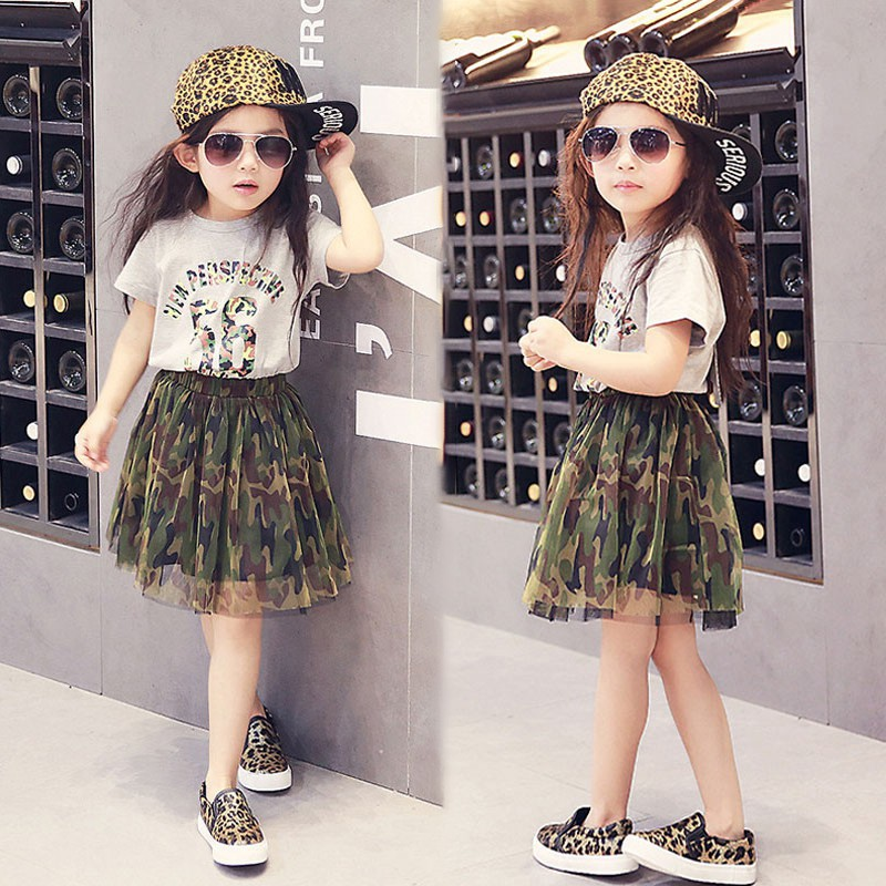 Bộ áo thun in chữ + chân váy lưới rằn ri cho bé gái