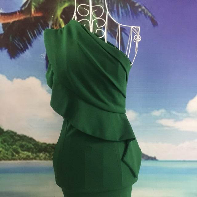 Đầm body cách điệu 1 bên vai phối bèo .  . Chất vải thun dày mịn đẹp. Co giãn thoải mái. ⭐️freesize ⭐️⭐️⭐️⭐️ .