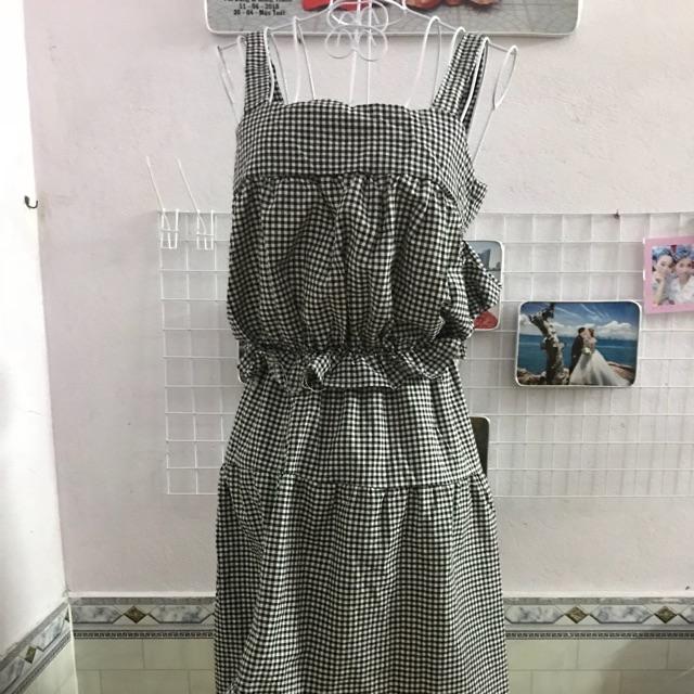 Váy caro : chân váy xéo tà và áo dây Váy caro : chân váy xéo tà và áo dây Váy caro : chân váy xéo tà và áo dây Váy caro