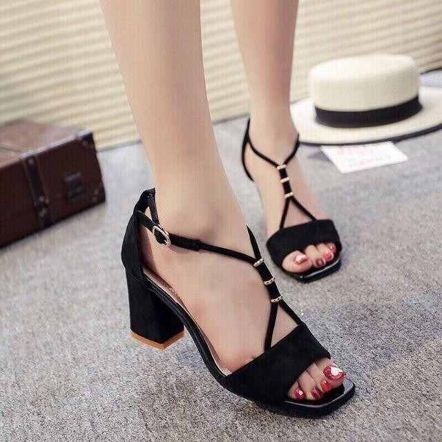 Giày nữ mẫu mới phong cách hiện đại