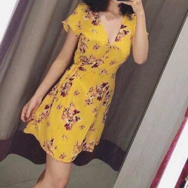 Váy hoa Hm hottrend 2018. Mua 650k ở KeoBeo. Size 34 tương đương size s. Thanh lý 300k..................................