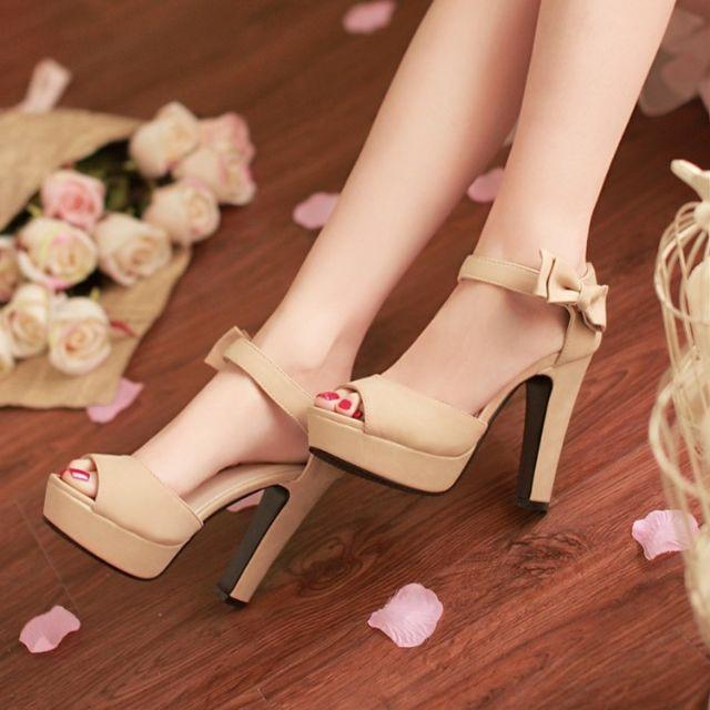 Giày cao gót hở mũi đính nơ dịu dàng