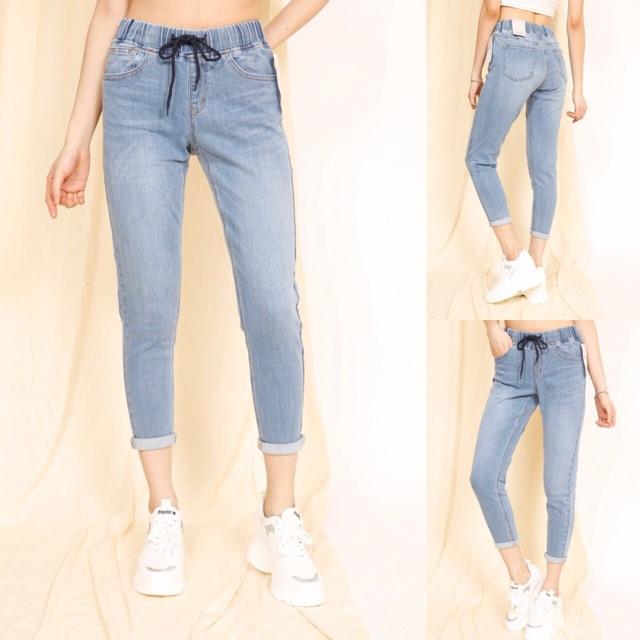 Quần jeans cạp chun dáng baggy cực đẹp, chất jeans mềm, co giãn thoải mái, có hai màu đậm và nhạt. Size: 26-29