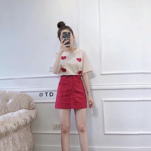 Sét áo cotton hoạ tiết trái tim và chân váy đỏ co giãn có quần trong