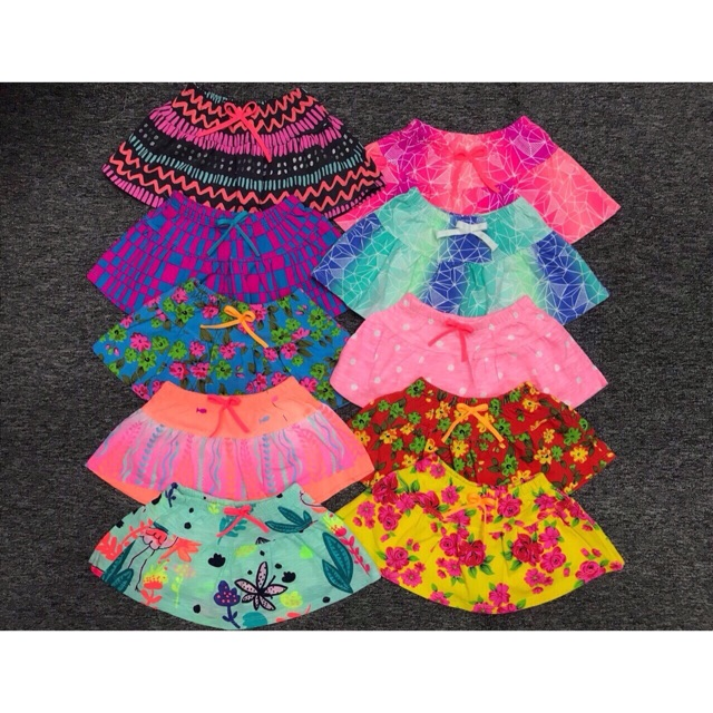 Chân váy cotton hoa bé gái   Hàng lên từ vải xuất dư 100% cotton mỏng vừa mềm mại rất mát.Bên trong có quần chip