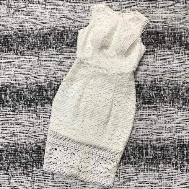 Váy ren trắng ôm body