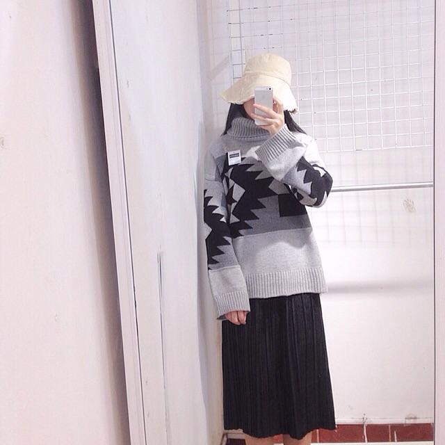 Áo len hoạ tiết cao cổ