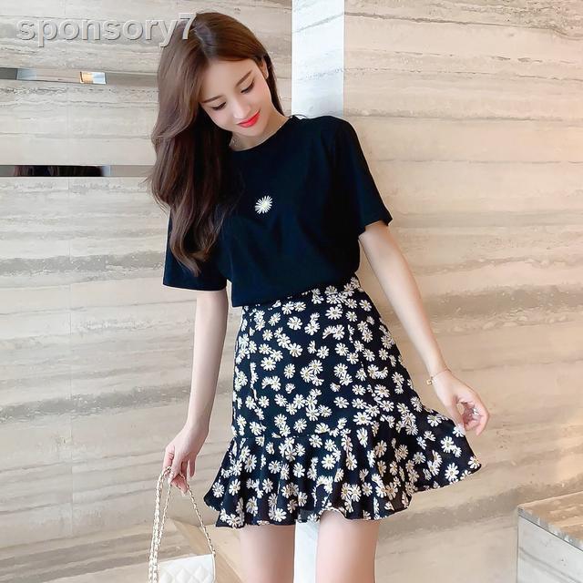 Set Áo Thun Ngắn Tay + Chân Váy Voan Họa Tiết Hoa Cúc Thời Trang Dành Cho Nữ