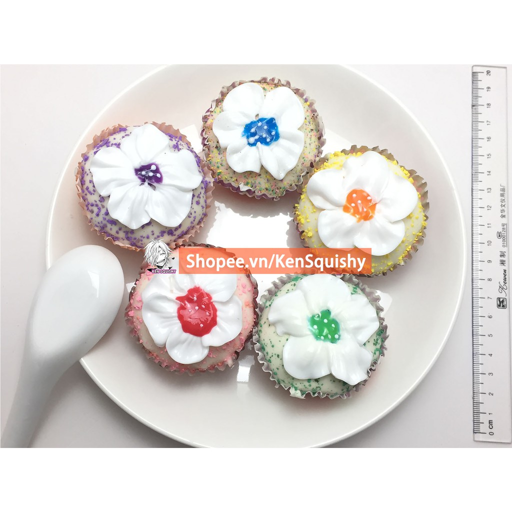 Squishy Bánh Cupcake Hoa