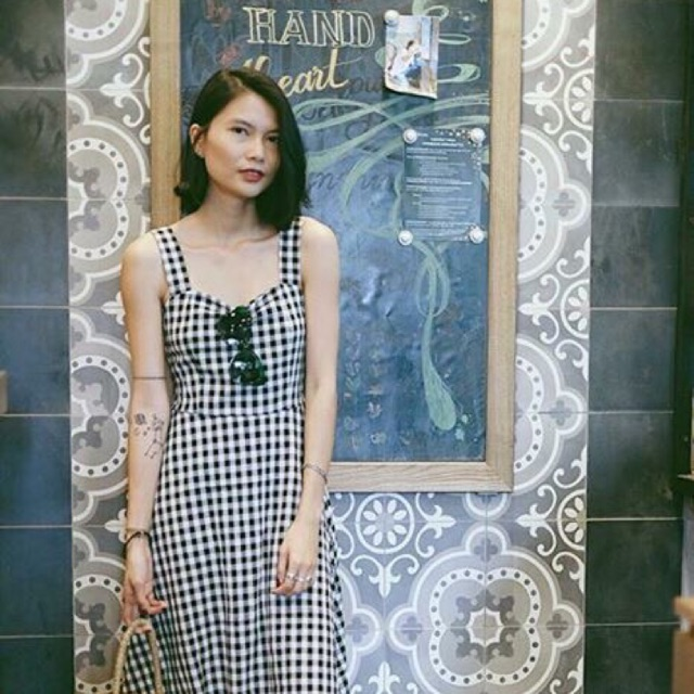 Retro Maxi Dress - mẫu đầm maxi mang hơi hướng nhẹ nhàng cổ điển với hoạ tiết caro trắng đen
