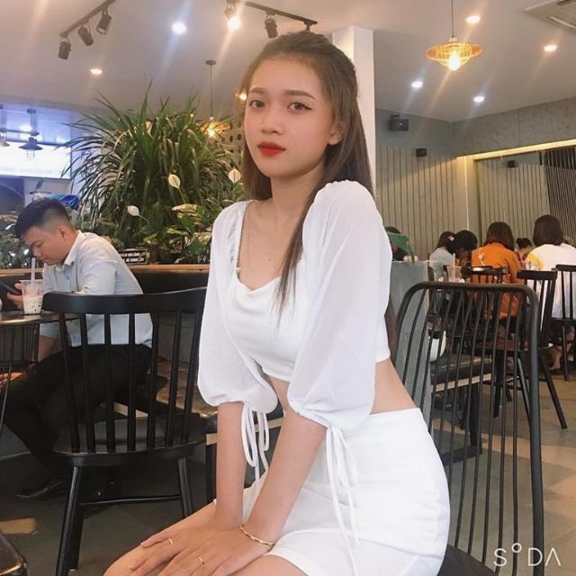 Set nữ trắng áo croptop cổ vuông tay phồng nơ mix chân váy
