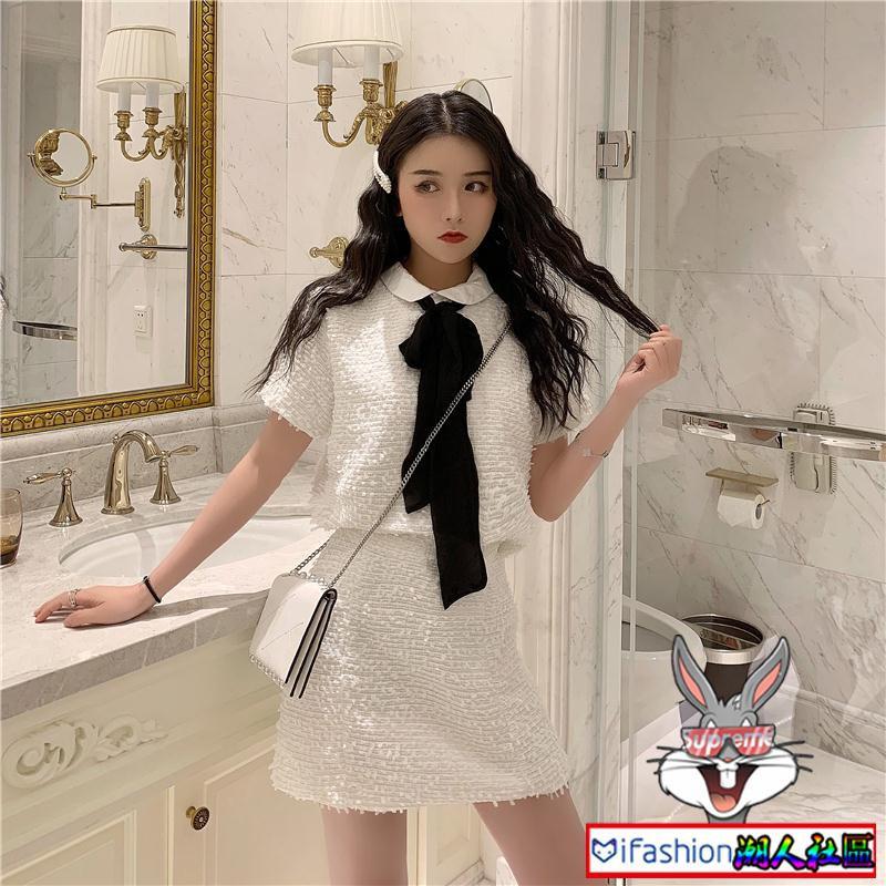 Set áo lửng dài tay và chân váy phong cách trẻ trung dành cho nữ