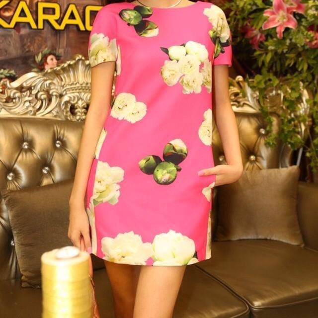 Đầm suông hoa trà xinh xắn