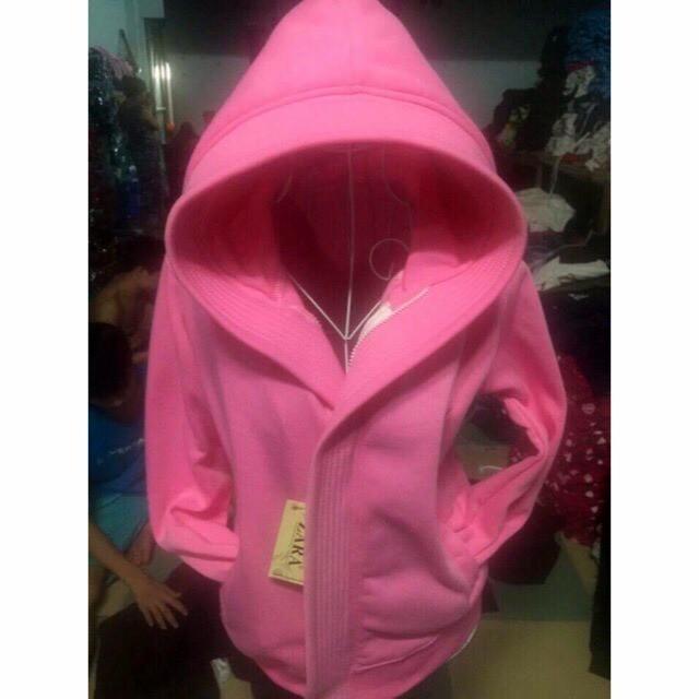Áo khoác chống nắng màu hồng tươi tắn đẹp y hình