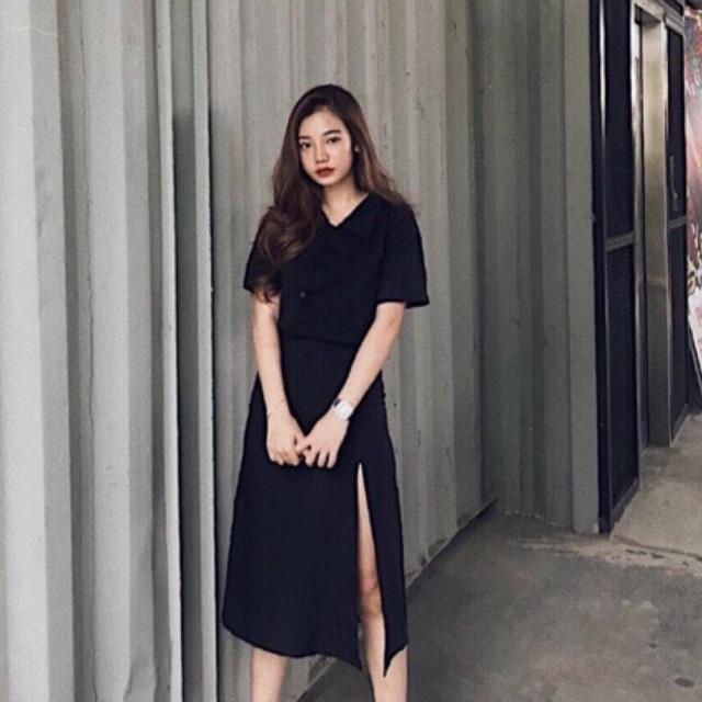 Chân váy đen xẻ đùi