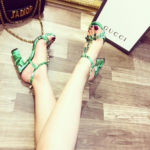 Giày gót trụ