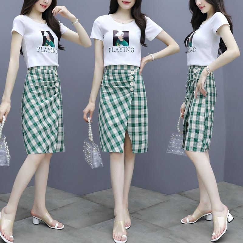 Set Áo Thun Ngắn Tay + Chân Váy Sọc Ca Rô Thời Trang Hàn Quốc