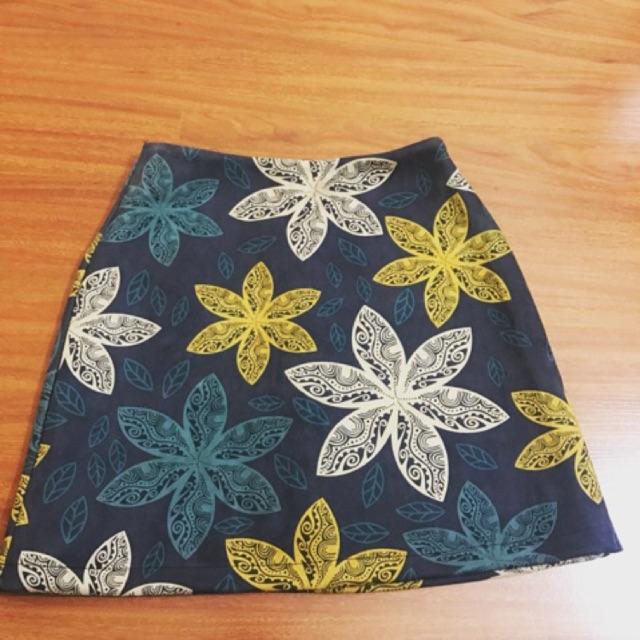 Chân váy nỉ nhung hoa văn