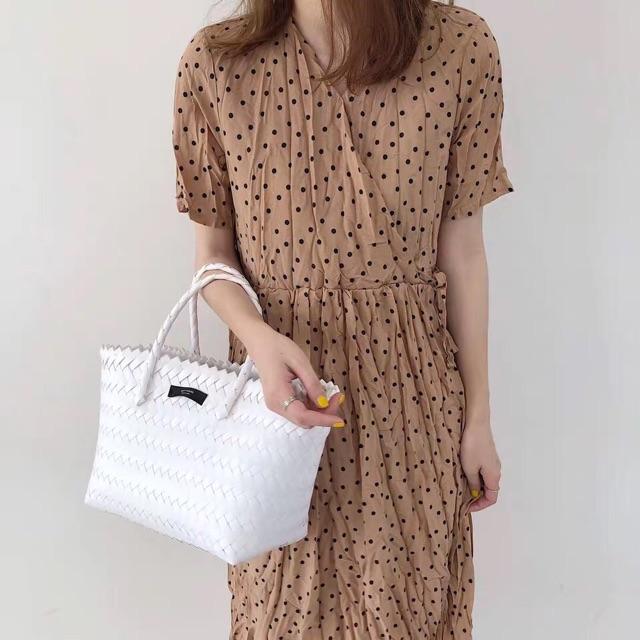 Váy Chấm Bi Cổ Chéo vải voan chiffon 2 lớp Hàng Quảng Châu Cao Cấp