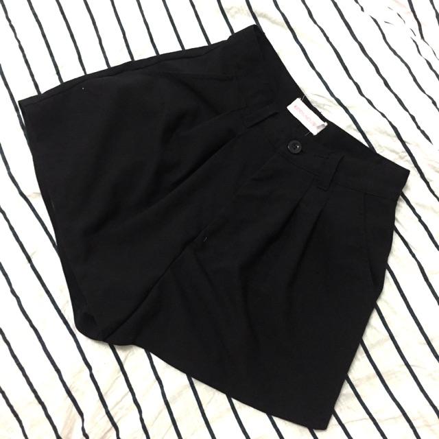 Quần short vải đen Kido