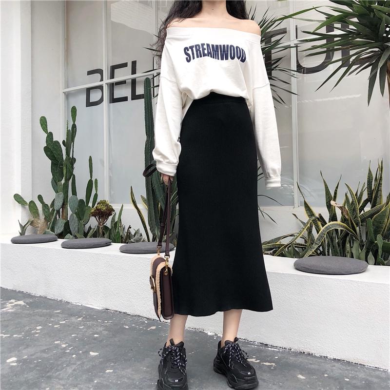 Bộ Áo Sweater Tay Dài Hở Vai In Chữ + Chân Váy Dài Xinh Xắn Cho Nữ