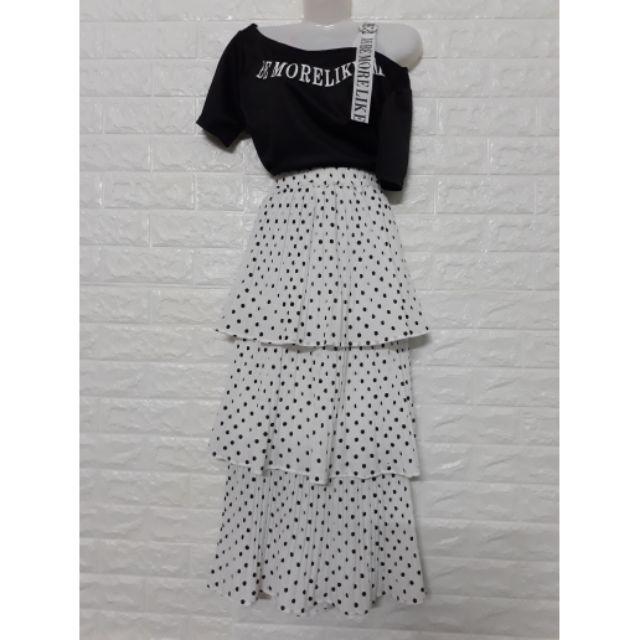 Set áo cotton lệch vai kết hợp chân váy tầng chấm bi